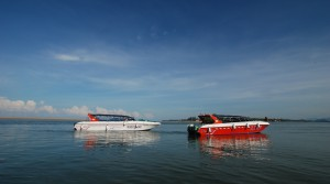 47 ft speedboats