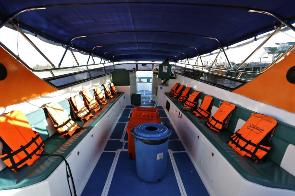 Triple Engine speedboat inside